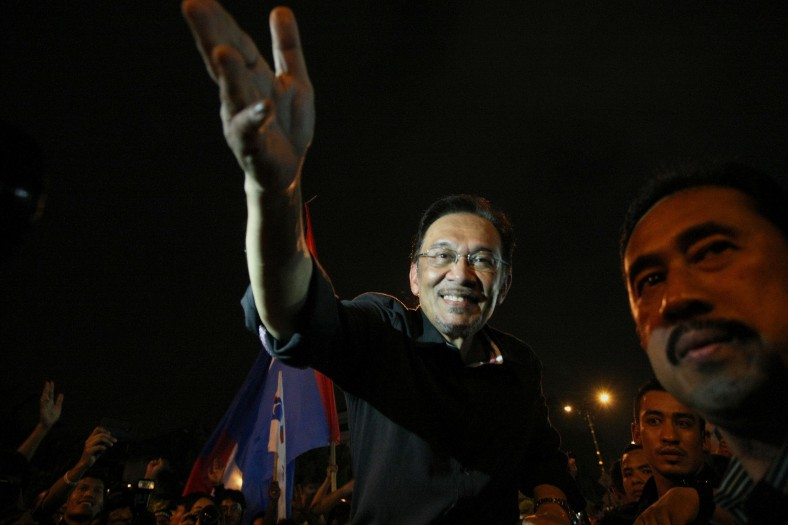 Malaysian Opposition Leader, Anwar Ibrahim want to shake hands with his supporters as he leaves the 505 Assembly People's Voice at Padang timur, Amcorp Mall. Over ten thousand opposition supporters joined the rally in protest against the decision of the General Election 13th alleged vote fraud occurred. Photo Adib Rawi Yahya