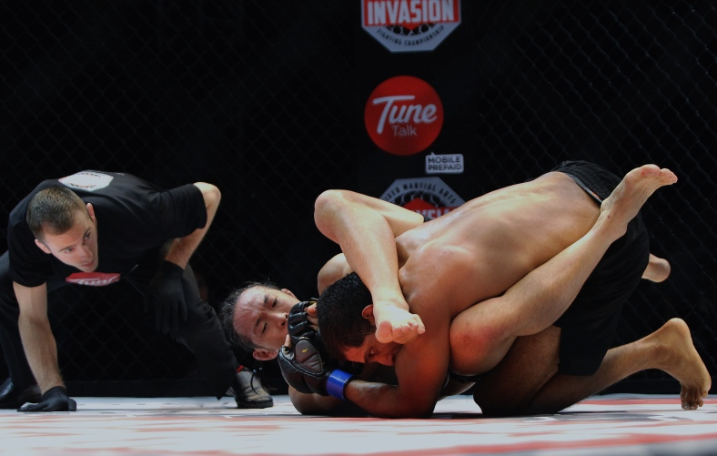 "KUALA LUMPUR 15 June 2013. Shammah Chandran VS Allen Solomon Chong aka ""Orang Hutan"" during Lightweight Championship Bout Malaysian Invasion Mixed Martial Arts Fighting (MIMMA) Championship Grand Finals at Stadium Merdeka. Photo Adib Rawi Yahya"