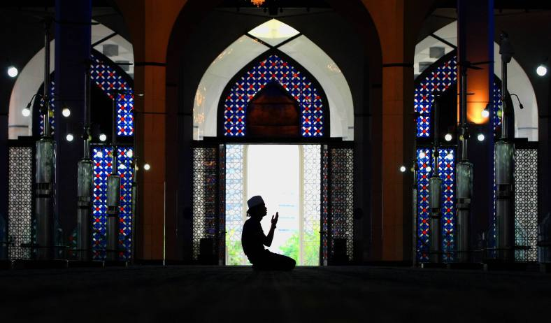 SHAH ALAM 09 July 2013. A Muslim man hold prayers one day before the holy month of Ramadan at Sultan Salahuddin Abdul Aziz Shah mosque. Ramadan is the ninth month of the Islamic calendar, Islam's holy month of Ramadan is celebrated by Muslims worldwide marked by fasting, abstaining from foods, sex and smoking from dawn to dusk for soul cleansing and strengthening the spiritual bond between them and the Almighty. Photo Adib Rawi Yahya