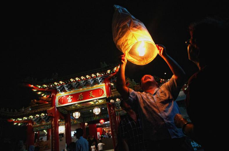 A Chinese man light a fire for the lantern during the Lantern Festival at Thean Hou Temple in Kuala Lumpur on September 19, 2013. Lantern Festival or better known as Mid-Autumn festival is celebrated on the 15th day of the eight month in the Chinese calender during a full moon which is in late September or early October in the Gregorian calendar. Photo Adib Rawi Yahya