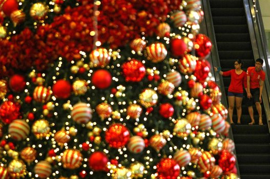 People seeing Christmas tree decorations at a shopping mall inside Kuala Lumpur on 18 December, 2013. Christmas is the biggest festival of Christians, is celebrated every year on December 25 to commemorate the birth (in which the facts, the date is not the date of his birth) Jesus Christ, also known as Jesus of Nazareth, the founder of the Christian message. According to the Bible, New Testament, Jesus was born to Mary (Virgin Mary) in Jerusalem. Christians believe that Jesus' birth was within Judaism predictions about the coming of a savior (Messiah) from a chronology of King David, whose coming was to redeem mankind from Adam's sin (original sin). Photo Adib Rawi Yahya