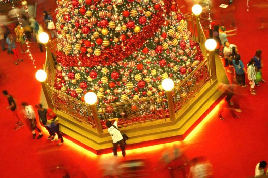 A man takes pictures of Christmas decorations at a shopping mall inside Kuala Lumpur on 18 December, 2013. Christmas is the biggest festival of Christians, is celebrated every year on December 25 to commemorate the birth (in which the facts, the date is not the date of his birth) Jesus Christ, also known as Jesus of Nazareth, the founder of the Christian message. According to the Bible, New Testament, Jesus was born to Mary (Virgin Mary) in Jerusalem. Christians believe that Jesus' birth was within Judaism predictions about the coming of a savior (Messiah) from a chronology of King David, whose coming was to redeem mankind from Adam's sin (original sin). Photo Adib Rawi Yahya