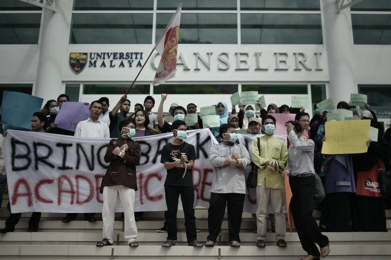 A Student of the University Malaya (UM) gathered in front of the Canseleri building to hand over a memorandum to the vice-chancellor of UM at the University Malaya inside Kuala Lumpur on June 4, 2014. More than 20 Universiti Malaya (UM) students joined the protest to hand over a memorandum of protest as a sign of solidarity due the removal Prof Datuk Dr Redzuan Othman as the dean of the UM Faculty of Arts and Social Sciences and also as the director of the UM Centre for Elections and Democracy (UMcedel), this objection also has the support of 15 student organizations, carrying banners and chanting slogans of protest. Photo Adib Rawi Yahya
