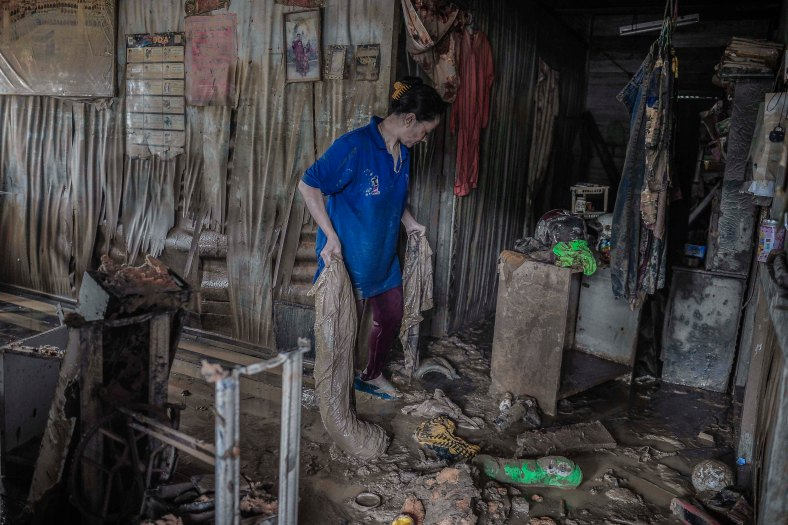 A resident cleans out her house that was flooded in heavy rains at Temerloh, Pahang on January 04, 2015. In Pahang, 29,547 evacuees were recorded in 126 centres in seven affected areas. Temerloh has the 2nd largest number of victims with 10,576 people after Pekan. photo Adib Rawi Yahya