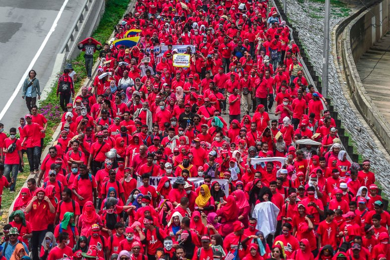 Protesters march from PWTC towards Padang Merbok in Kuala Lumpur on September 16, 2015. In what was to be a day to celebrate the anniversary of the 52th formation of Malaysia as a nation, thousands of people in Red Rallied in Kuala Lumpur on September 16 in a show of support for Prime Minister Datuk Seri Najib Razak. The rally organised by Himpunan Rakyat Bersatu and backed by pro government bodies saw thousands dressed in red in the heart of the city. The rally was condemned by some for its racial slurs but leaders from the ruling UMNO have denied this and have openly backed the rally. photo Adib Rawi yahya