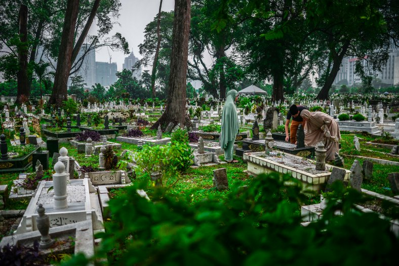 Malaysian Muslims visit and clean up graves of family members after perform Eid Al-Adha prayer in Kuala Lumpur on September 24, 2015. Muslims around the world celebrate the Eid al-Adha, the most important holiday of the Islamic calendar, and also called the Feast of the Sacrifice to commemorate Prophet Abraham's readiness to sacrifice his son as an act of obedience to God during which they sacrifice permissible animals, generally goats, sheep, camel and cows. photo adib rawi yahya