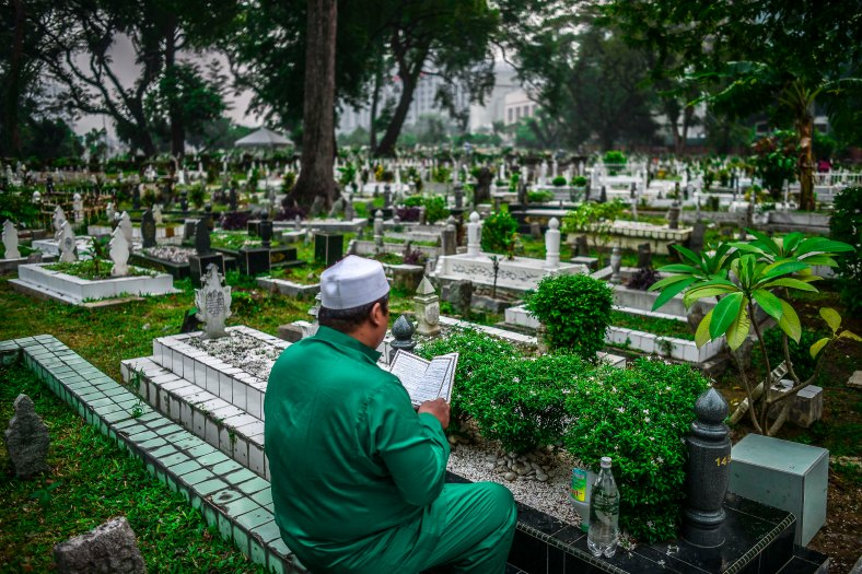 Malaysian Muslims visit the graves of family members after perform Eid Al-Adha prayer in Kuala Lumpur on September 24, 2015. Muslims around the world celebrate the Eid al-Adha, the most important holiday of the Islamic calendar, and also called the Feast of the Sacrifice to commemorate Prophet Abraham's readiness to sacrifice his son as an act of obedience to God during which they sacrifice permissible animals, generally goats, sheep, camel and cows. photo adib rawi yahya